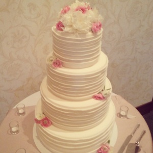 ruffles-wedding-cake-ribbons-homemakerchic.com