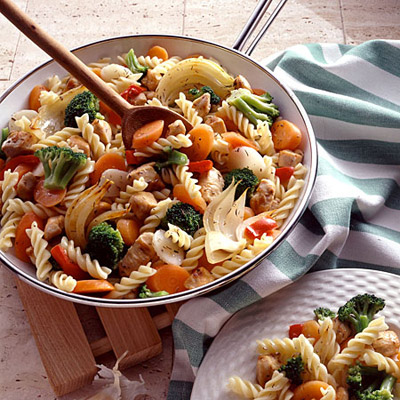 chicken-vegetable-pasta-homemakerchic.com